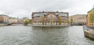 瑞典人Helgeansholmen的Parlament大厦位于斯德哥尔摩的中心 免版税图库摄影