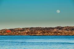 瑞典海岸线月亮 免版税库存照片