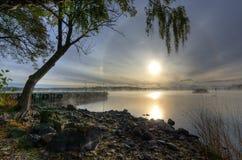 瑞典湖美好的秋天风景早晨 免版税库存图片