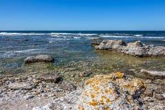 瑞典的岩石海岸线 免版税图库摄影