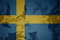 瑞典的旗子卡其色的纹理的 装甲攻击机体关闭概念标志绿色m4a1军用步枪s射击了数据条工作室作战u 图库摄影