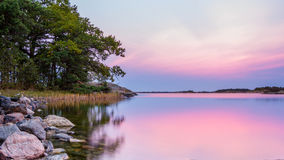 瑞典的风景海岸在日落期间的 图库摄影