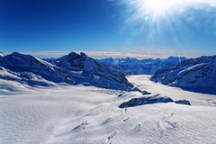 瑞士人Aletch冰川直升机视图在冬天 免版税图库摄影