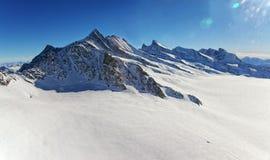 瑞士人Aletch冰川直升机视图在冬天 免版税库存照片