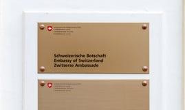 瑞士使馆的标志在海牙,荷兰 免版税库存图片