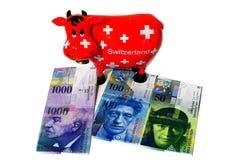 瑞士储款箱子传统红色母牛纪念品 免版税图库摄影