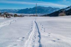 瑞士冬天-在雪的轨道 图库摄影