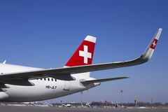瑞士国际航空公司空中客车A320航空器的零件有商标的 库存照片