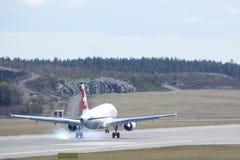 瑞士国际航空,空中客车A319 - 112登陆 免版税库存图片