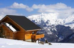 瑞士山中的牧人小屋冬天 库存图片