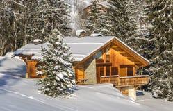 瑞士山中的牧人小屋在冬天 免版税图库摄影