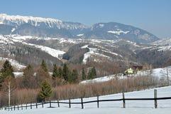 瑞士山中的牧人小屋山顶层 免版税图库摄影