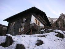瑞士山中的牧人小屋意大利laatsch 免版税库存照片