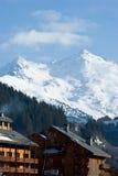 瑞士山中的牧人小屋手段滑雪 库存图片