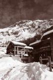 瑞士山中的牧人小屋滑雪葡萄酒 免版税库存照片