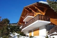 瑞士山中的牧人小屋瑞士冬天 免版税库存照片
