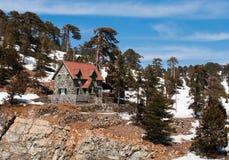 瑞士山中的牧人小屋田园诗山 免版税图库摄影
