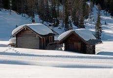 瑞士山中的牧人小屋白云岩雪 库存照片