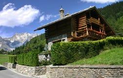瑞士山中的牧人小屋courmayeur 库存图片
