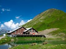 瑞士山中的牧人小屋jochpass瑞士 免版税图库摄影