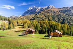 瑞士山中的牧人小屋Passo Gardena意大利 免版税库存照片