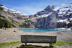 瑞士峰顶和湖 库存图片