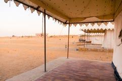 瑞士帐篷接近的射击在jaisalmer沙漠 免版税库存照片