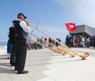 瑞士旗子投掷者 库存照片