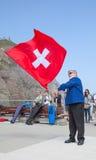 瑞士旗子投掷者 图库摄影
