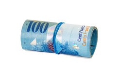 100瑞士法郎钞票滚动了与橡胶 免版税库存照片
