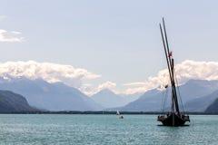 瑞士的风景在湖Leman附近的有小船的 库存图片