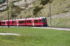 瑞士红色火车 库存照片