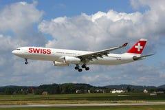 瑞士航空公司排行空中客车A330-300飞机苏黎世机场 库存图片
