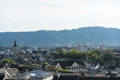 瑞士苏黎士从大学小山的老镇风景在夏天 库存图片
