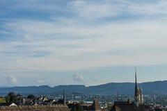 瑞士苏黎士从大学小山的老镇风景在夏天 图库摄影