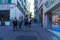 瑞士苏黎士- 2017年10月16日:一个小组瑞士青年时期, 库存照片