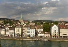 瑞士苏黎士- 2017年6月03日:从林德的苏黎世都市风景 免版税库存图片