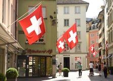 瑞士苏黎士- 2017年6月03日:在Zur街道上的人们  免版税图库摄影