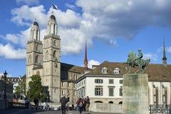 瑞士苏黎士- 2017年6月07日:意味`巨大大教堂`用德语的Grossmà ¼ nster是一罗马式式新教徒chur 免版税库存图片