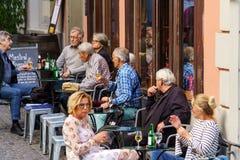 瑞士苏黎士- 2017年10月16日:瑞士人休息在 免版税库存照片