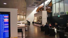 瑞士苏黎士-毁损第31, 2015年:观点的瑞士参议员Lounge在终端A在苏黎世Flughafen机场 库存图片