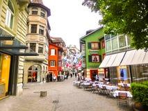瑞士苏黎士- 2017年5月02日:瑞士苏黎士的市中心 背景的人们 免版税库存照片