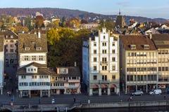 瑞士苏黎士- 2015年10月28日:苏黎世和利马特河河城市全景  库存照片