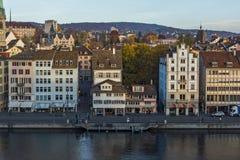 瑞士苏黎士- 2015年10月28日:苏黎世和利马特河河城市全景  免版税库存照片