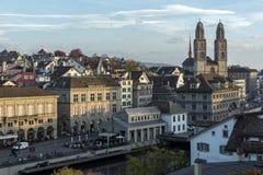 瑞士苏黎士- 2015年10月28日:苏黎世和利马特河河城市全景  图库摄影