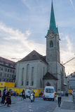 瑞士苏黎士- 2015年10月28日:Fraumunster教会,市惊人的看法苏黎世 免版税图库摄影