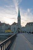 瑞士苏黎士- 2015年10月28日:Fraumunster教会,市惊人的看法苏黎世 免版税库存图片