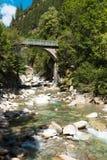 瑞士谷的河在Rossa的 库存照片