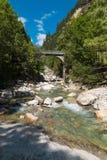 瑞士谷的河在Rossa的 库存图片