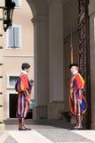 瑞士近卫队临近意大利教皇,夏天住宅  库存照片